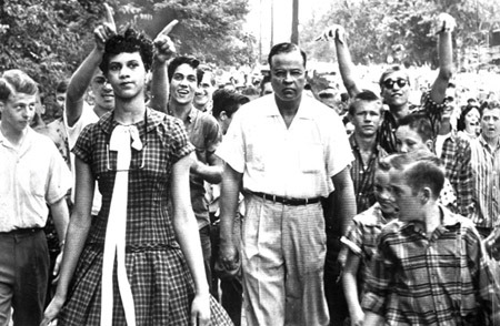 dorothy-counts-one-of-the-first-black-students-to-enter-the-newly-desegregated-harry-harding-high-school-is-mocked-by-whites-on-her-first-day-of-school-2
